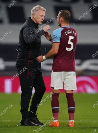 West Ham manager David Moyes congratulates Vladimír Coufal