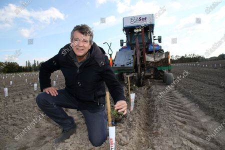 Arnaud Montebourg is planting 50,000 almond trees on a 26 hectare plot with a farmer Vincent Fabre in Pernes les Fontaines