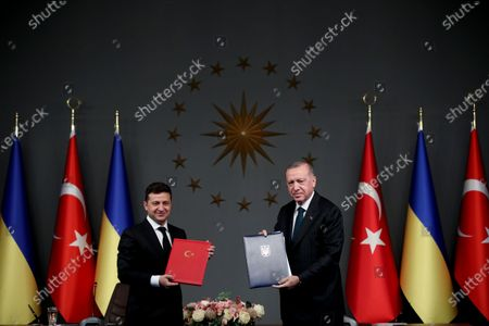 Ukraine's President Volodymyr Zelensky (L) and Turkish President Recep Tayyip Erdogan (R) pose for photos during a singing ceremony after their meeting in Istanbul, Turkey, 16 October 2020. Turkey and Ukraine signed a military agreement including Turkey's Armed drones sales and technology transfer to Ukraine.
