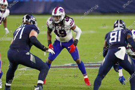 Buffalo Bills middle linebacker Tremaine Edmunds (49) lines up against Tennessee Titans offensive tackle Dennis Kelly (71) in the second half of an NFL football game, in Nashville, Tenn