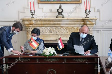 Egyptian Foreign Minister Sameh Shoukry (R)  signs an agreement with  Spanish Foreign Minister Arancha Gonzalez Laya (L) at the Tahrir Palace in Cairo, Egypt, 17 October 2020. Gonzalez Laya is on a two-day official visit in Egypt.