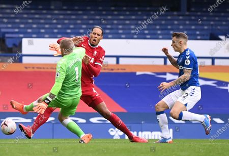 Jordan Pickford of Everton (C) challenges  Virgil van Dijk of Liverpool (L) during the English Premier League match between Everton and Liverpool in Liverpool, Britain, 17 October 2020.