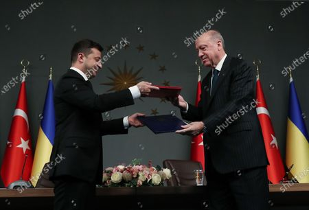 Turkish President Recep Tayyip Erdogan (R) and Ukrainian President Volodymyr Zelensky exchange documents in Istanbul, Turkey, on Oct. 16, 2020. Erdogan and Zelensky on Friday pledged to enhance cooperation in a wide range of areas amid the COVID-19 pandemic.