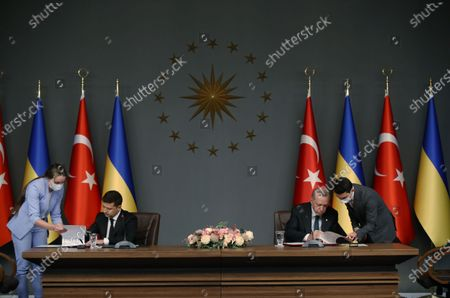 Turkish President Recep Tayyip Erdogan (2nd R) and Ukrainian President Volodymyr Zelensky (2nd L) sign documents in Istanbul, Turkey, on Oct. 16, 2020. Erdogan and Zelensky on Friday pledged to enhance cooperation in a wide range of areas amid the COVID-19 pandemic.