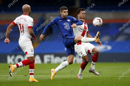 Christian Pulisic (C) of Chelsea in action against Ryan Bertrand (R) and Nathan Redmond of Southampton during the English Premier League match between Chelsea and Southampton in London, Britain, 17 October 2020.