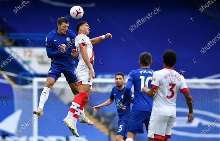 Andreas Christensen (L) of Chelsea in action against Che Adams of Southampton during the English Premier League match between Chelsea and Southampton in London, Britain, 17 October 2020.