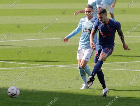 Atletico Madrid's Mario Hermoso (R) duels for the ball with Celta's striker Iago Aspas (L) during the Spanish LaLiga Primera Division soccer match Celta vs Atletico Madrid played at Balaidos stadium in Vigo, Spain, 17 October 2020.