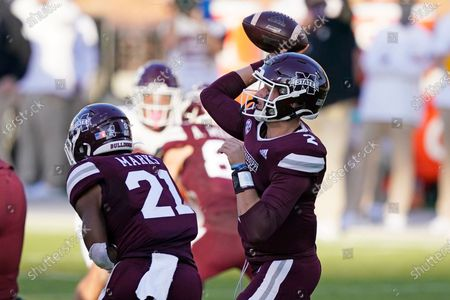Mississippi State running back Jo'quavious Marks (21) blocks while quarterback Will Rogers (2) passes against Texas A&M during the second half of an NCAA college football game in Starkville, Miss