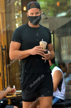 Exclusive - Blake Griffin grabs a smoothie from Kreation Organic Juicery while out and about in Brentwood