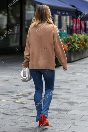 Foto editorial de Vogue Williams out and about, London, UK - 18 Oct 2020