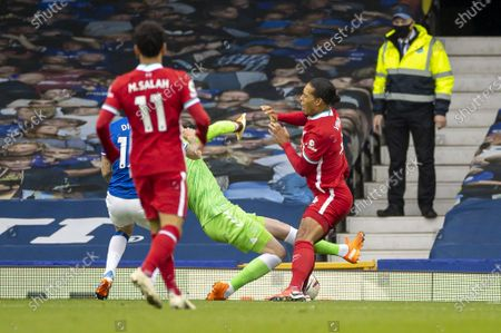 Liverpool's Virgil van Dijk (1st R) is fouled by Everton's goalkeeper Jordan Pickford (2nd R) during the Premier League match between Everton FC and Liverpool FC at Goodison Park in Liverpool, Britain, on Oct. 17, 2020. The game ended in a 2-2 draw.