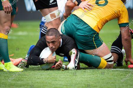 New Zealand vs Australia. New Zealand's Aaron Smith scores a try