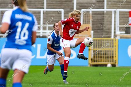 Gemma Evans of Bristol City Women controls the ball- Mandatory by-line: Will Cooper/JMP