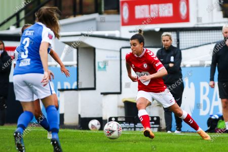 Chloe Logarzo of Bristol City Women dribbles with the ball- Mandatory by-line: Will Cooper/JMP