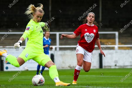 Carla Humphrey of Bristol City Women puts pressure on Hannah Hampton of Birmingham City Women- Mandatory by-line: Will Cooper/JMP