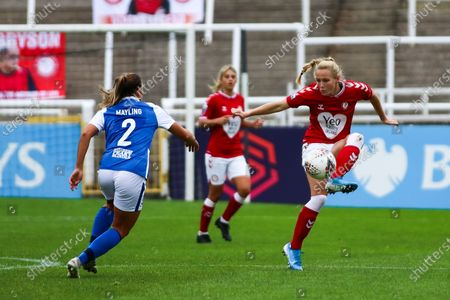 Jemma Purfield of Bristol City Women controls the ball- Mandatory by-line: Will Cooper/JMP