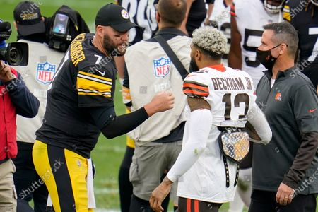 Pittsburgh Steelers quarterback Ben Roethlisberger (7) and Cleveland Browns wide receiver Odell Beckham Jr. (13) meet on the field following an NFL football game in Pittsburgh