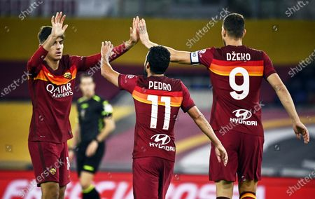 Roma's Edin Dzeko (R) celebrates with teammates after scoring the 4-2 lead during the Italian Serie A soccer match between AS Roma and Benevento Calcio at the Olimpico stadium in Rome, Italy, 18 October 2020.