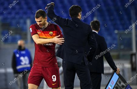 Roma's Edin Dzeko (L) and his coach Paulo Fonseca (R) react during the Italian Serie A soccer match between AS Roma and Benevento Calcio at the Olimpico stadium in Rome, Italy, 18 October 2020.