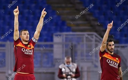 Roma's Edin Dzeko (L) celebrates with teammate Henrikh Mkhitaryan (R) after scoring the 2-1 lead during the Italian Serie A soccer match between AS Roma and Benevento Calcio at the Olimpico stadium in Rome, Italy, 18 October 2020.