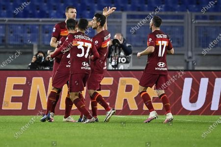 Roma's Edin Dzeko (L) celebrates with teammates after scoring the 2-1 lead during the Italian Serie A soccer match between AS Roma and Benevento Calcio at the Olimpico stadium in Rome, Italy, 18 October 2020.
