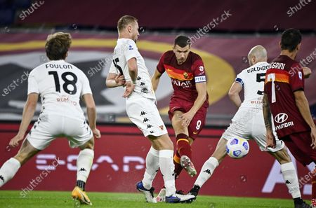 Roma's Edin Dzeko (C) in action during the Italian Serie A soccer match between AS Roma and Benevento Calcio at the Olimpico stadium in Rome, Italy, 18 October 2020.