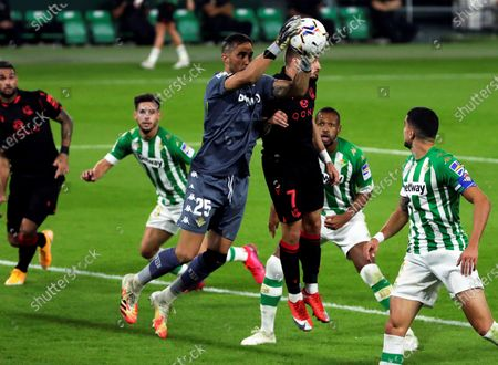 Betis' goalkeeper Claudio Bravo (C-L) in action against Real Sociedad's Portu (C-R) during the Spanish La Liga soccer match between Real Betis and Real Sociedad at Benito Villamarin stadium in Seville, southern Spain, 18 October 2020.