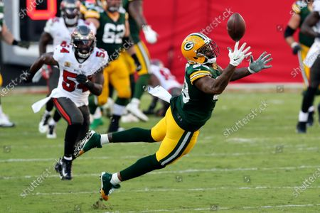 Green Bay Packers tight end Marcedes Lewis (89) misses a pass from quarterback Aaron Rodgers after getting past Tampa Bay Buccaneers inside linebacker Devin White (45) during the first half of an NFL football game, in Tampa, Fla