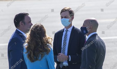Jared Kushner, center, Senior Advisor to President Donald Trump, arrives on Air Force One at John Wayne Airport on Sunday, Oct. 18, 2020 in Santa Ana, CA where he and President Donald Trump will be attending a fundraiser at the home of Palmer Luckey in Newport Beach. (Allen J. Schaben / Los Angeles Times)