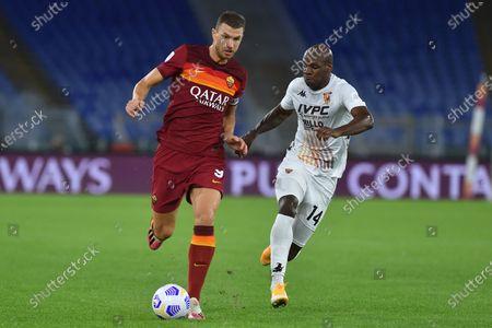 Edin Dzeko of Roma,Bryan Dabo of Benevento