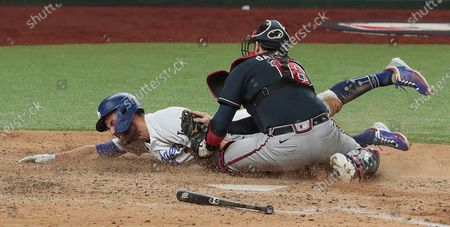 Arlington, Texas, Sunday, October 18, 2020. Los Angeles Dodgers second baseman Chris Taylor (3) is tagged out by Atlanta Braves catcher Travis d'Arnaud (16) in the sixth inning in game seven of the NLCS at Globe Life Field. (Robert Gauthier/ Los Angeles Times)