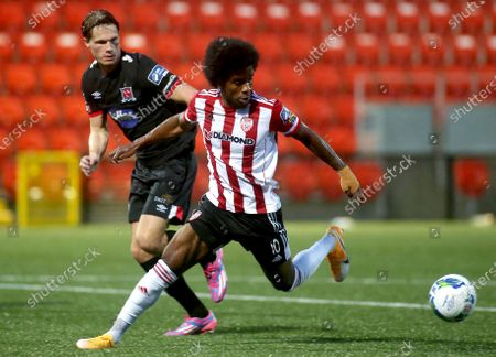 Derry City vs Dundalk. Derry's Walter Figueira and Daniel Cleary of Dundalk