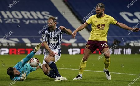 Branislav Ivanovic (C) of West Bromwich in action against Burnley's goalkeeper Nick Pope (L) during the English Premier League soccer match between West Bromwich Albion and Burnley FC in West Bromwich, Britain, 19 October 2020.