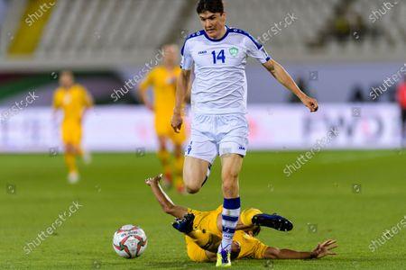 Trent Sainsbury of Australia (bottom) fights for the ball with Eldor Shomurodov of Uzbekistan (top) during the Round of 16 match