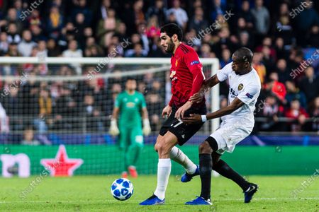 Marouane Fellaini of Manchester United (L) battles for the ball with Geoffrey Kondogbia of Valencia CF (R) during the UEFA Champions League 2018-19 match between Valencia CF and Manchester United at Estadio de Mestalla