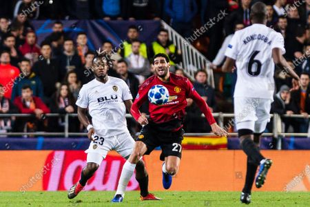 Marouane Fellaini of Manchester United (R) in action against Michy Batshuayi of Valencia CF (L) during the UEFA Champions League 2018-19 match between Valencia CF and Manchester United at Estadio de Mestalla