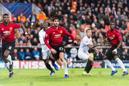 Marouane Fellaini of Manchester United (C) fights for position with Mouctar Diakhaby of Valencia CF (L) during the UEFA Champions League 2018-19 match between Valencia CF and Manchester United at Estadio de Mestalla