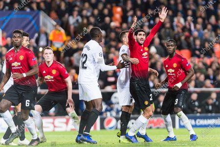 Marouane Fellaini of Manchester United (R) fights for position with Ruben Nunes Vezo of Valencia CF (C) during the UEFA Champions League 2018-19 match between Valencia CF and Manchester United at Estadio de Mestalla