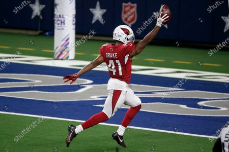Arizona Cardinals running back Kenyan Drake (41) celebrates running into the end zone after a long run for a touchdown in the second half of an NFL football game against the Dallas Cowboys in Arlington, Texas