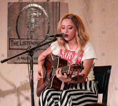 Stock Image of Singer-songwriter Kalie Shorr