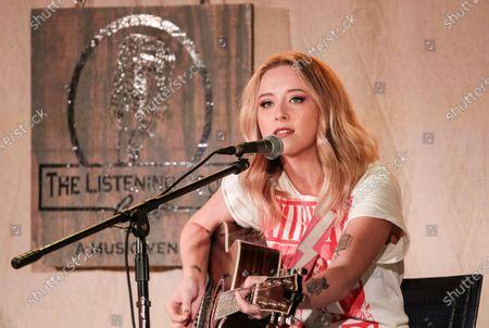 Singer-songwriter Kalie Shorr