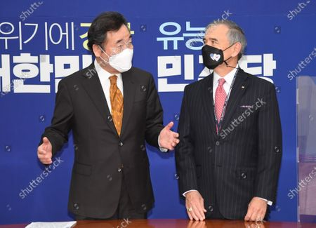 Lee Nak-yon (L), head of South Korea's ruling Democratic Party, welcomes US Ambassador to South Korea Harry Harris at the National Assembly in Seoul, South Korea, 20 October 2020.