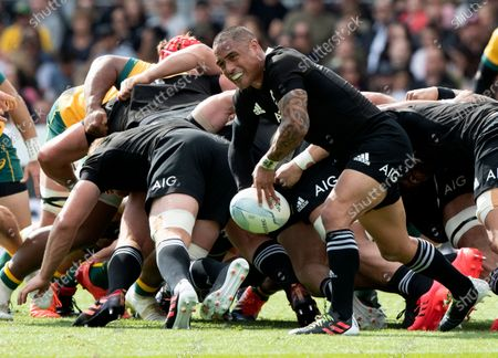New Zealand's Aaron Smith passes the ball during the second Bledisloe Rugby test between the All Blacks and the Wallabies at Eden Park in Auckland, New Zealand