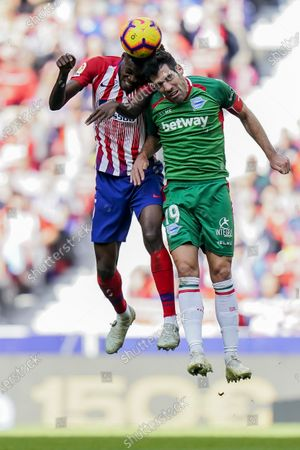 Thomas Teye Partey of Atletico de Madrid (L) fights for the ball with Manuel Alejandro Garcia Sanchez of Deportivo Alaves during the La Liga 2018-19 match between Atletico de Madrid and Deportivo Alaves at Wanda Metropolitano on December 08 2018 in Madrid, Spain. Photo by Diego Souto / Power Sport Images