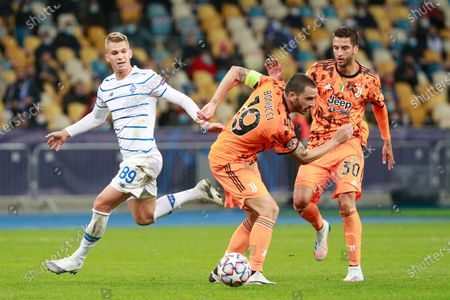 Juventus' Leonardo Bonucci, right, challenges for the ball with Dynamo Kyiv's Vladyslav Supriaha during the Champions League, group G, soccer match between Dynamo Kyiv and Juventus at the Olimpiyskiy Stadium in Kyiv, Ukraine