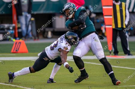 Philadelphia Eagles tight end Richard Rodgers (85) in action against Baltimore Ravens safety Marcus Gilchrist (33) during the NFL football game, in Philadelphia