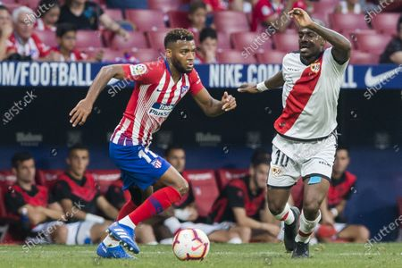 Thomas Lemar (L) of Atletico de Madrid competes for the ball with Gael Kakuta of Rayo Vallecano during the La Liga 2018-19 match between Atletico de Madrid and Rayo Vallecano at Wanda Metropolitano