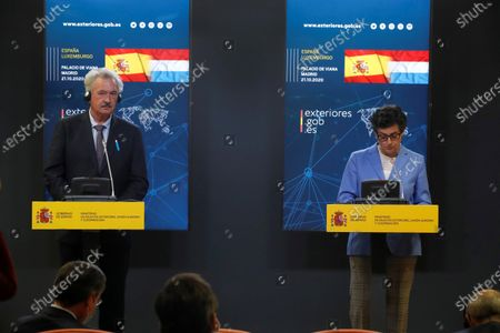 Spanish Foreign Affairs Minister Arancha Gonzalez Laya (R) and her counterpart of Luxemburg, Jean Asselborn, attend a press conference after their meeting at Viana Palace in Madrid, Spain, 21 October 2020.