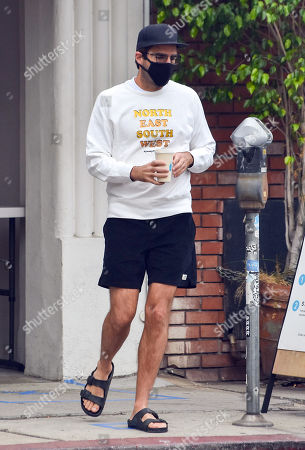 Zachary Quinto grabs a coffee