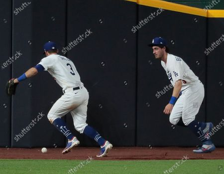 Arlington, Texas, Tuesday, October 20, 2020 Los Angeles Dodgers left fielder Chris Taylor (3) chases down a ball Cody Bellinger (35) missed on a long double by Tampa Bay Rays third baseman Joey Wendle (18) during seventh inning actionin game one of the World Series at Globe Life Field. (Robert Gauthier/ Los Angeles Times)